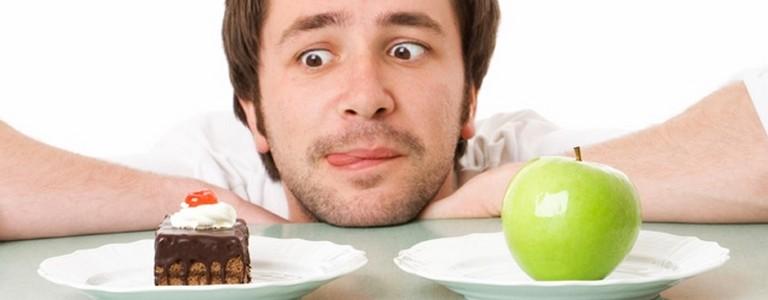 Мужчина хочет пироженое, а не яблоко