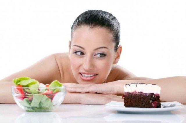 Девушка хочет торт