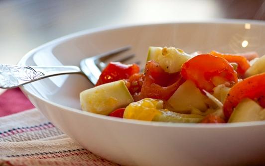 Овощное рагу в тарелке