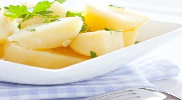 Вареный картофель с петрушкой
